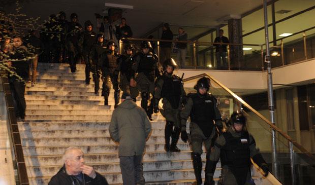 Haos na protestu '1 od 5 miliona': Policija izvela sve demonstrante iz RTS