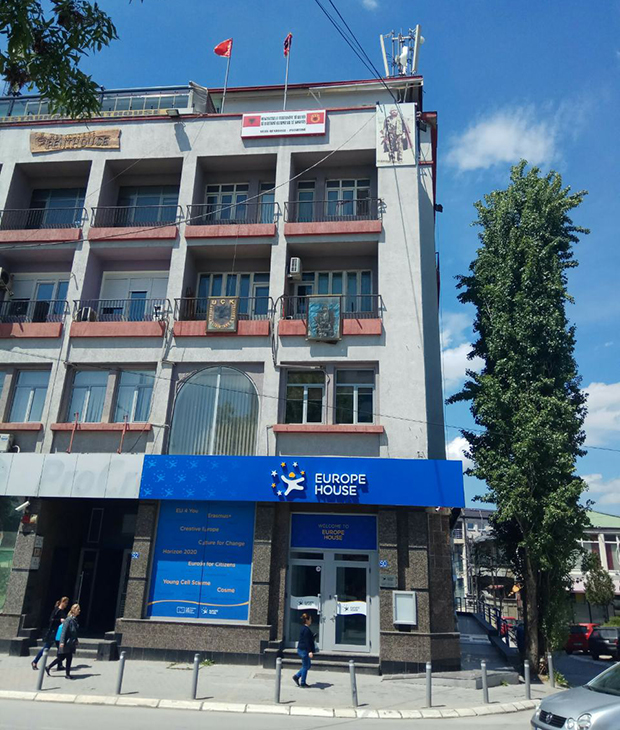 Шиптари новцем из ЕУ купили опрему за трговину органима на Космету! 4