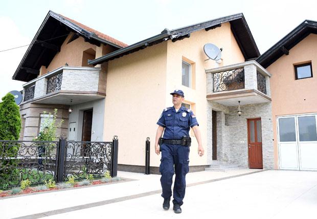 Novi detalji trostrukog ubistva u Surčinu: Ubica ih mučio 24 časa
