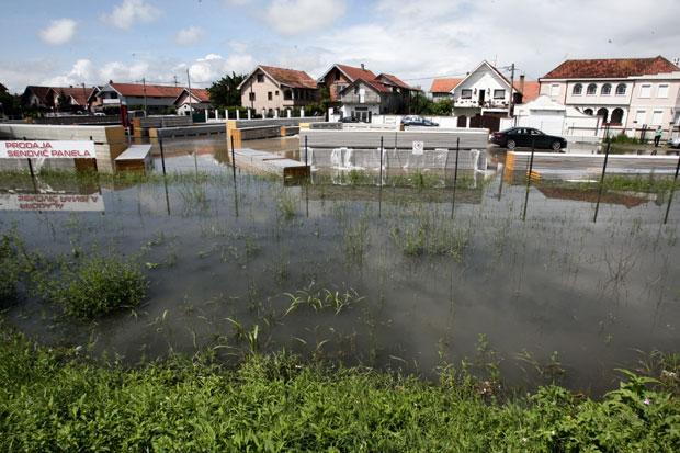 Posledice Poplave U Beogradu Borca I Dalje Pod Vodom Krater Na