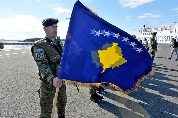 pijani hrvatski i albanski vojnici pevali ustaške pesme 02-pod-(2)