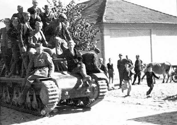 Jelički četnici na zarobljenom tenku