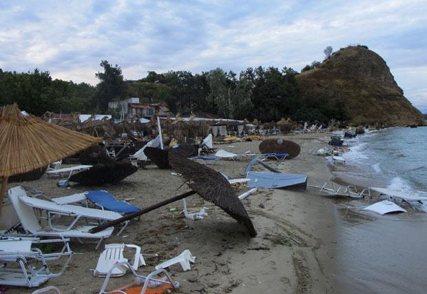 НЕВРЕМЕ НА ХАЛКИДИКИЈУ: Шест особа погинуло, међу повређенима девојчица (13) из Србије (фото, видео) 3