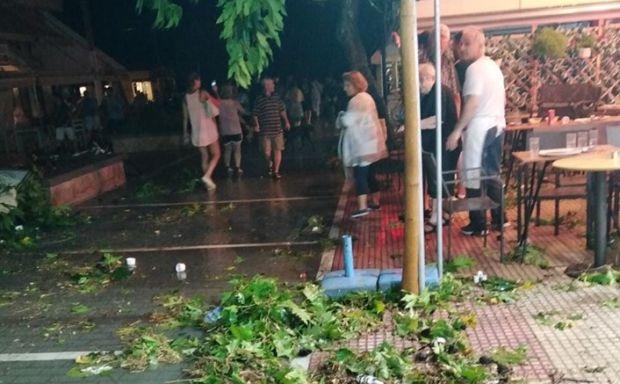 НЕВРЕМЕ НА ХАЛКИДИКИЈУ: Шест особа погинуло, међу повређенима девојчица (13) из Србије (фото, видео) 5