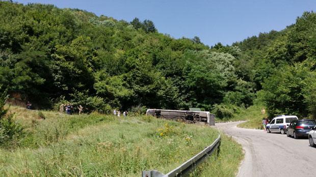 Nesreća kod Vranja: Prevrnuo se autobus, povređeno 23 vojnika