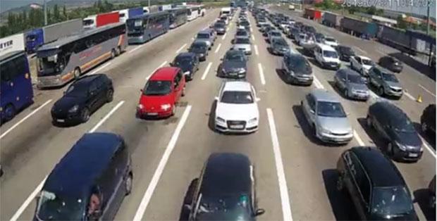 SITUACIJA NA GRANIČNIM PRELAZIMA: Pojačan saobraćaj na
