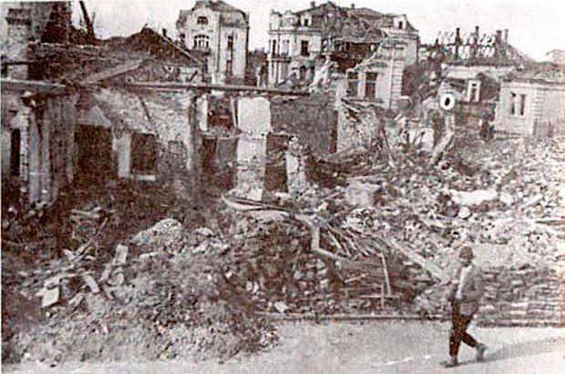 """""""Савезничко"""" бомбардовање Лесковца: Младост уништена бомбама (ФОТО)"""