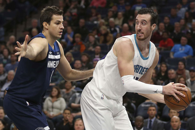 Nemanja Bjelica i Frenk Kaminski foto: AP Photo/Stacy Bengs
