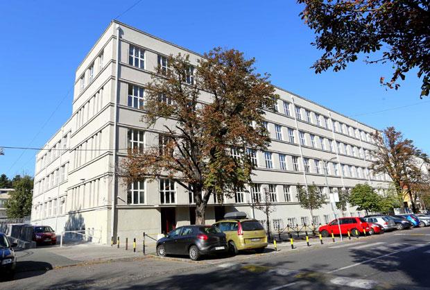 Rekonstrukcija 5 Beogradske Gimnazije Nastava Se Izmesta U Dve