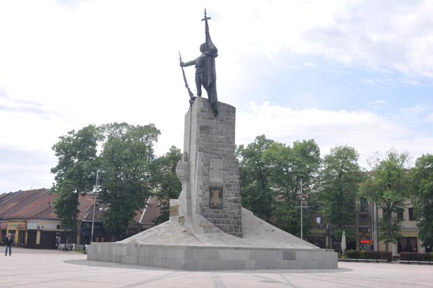 Milutinu Stari Sjaj Ociscen Spomenik U Kraljevu Srbija