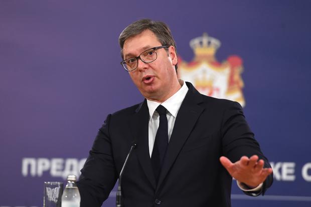 Predsednik Vučić predložio povećanje zarade negovateljicama za 10 odsto