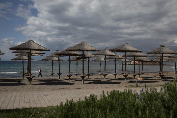 Plaže bez alkohola, jeftinije piće, kafa i ležaljke? Šta nas čeka u Grčkoj zbog promene jedne stavke