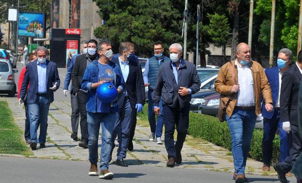 Каква бре црна демократија у Србији?! Где сте то видели у Србији и када? Марш бре у пм...
