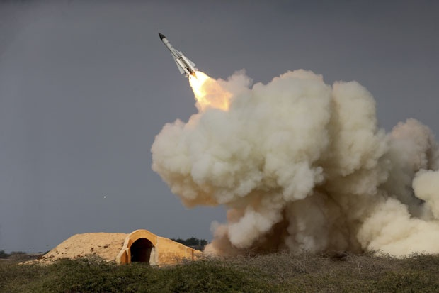 Испаљивање балистичке ракете С-200 којe је довелo до санкција, Фото Танјуг, АП