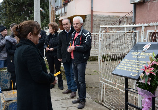 Silvana Arsović na mestu ubistva lidera GI SDP Foto I. Radulovć